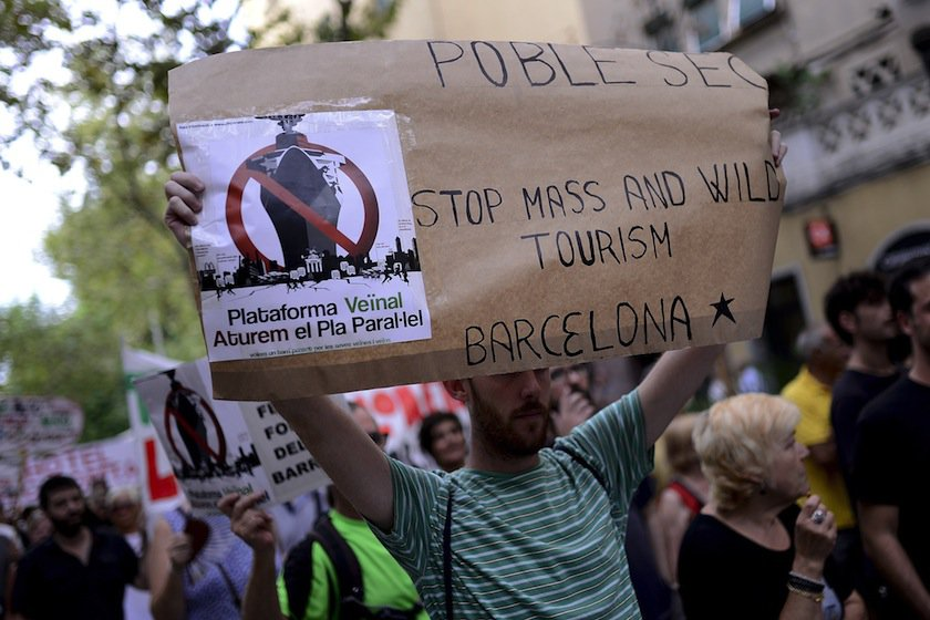 Barcelona Cruise Tourism - protests