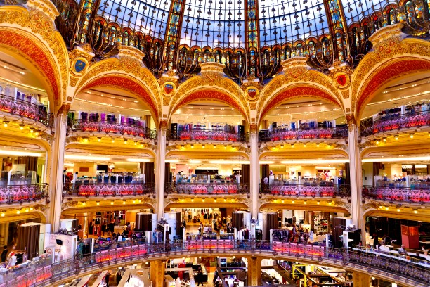 Chinese tourists - shopping in Paris