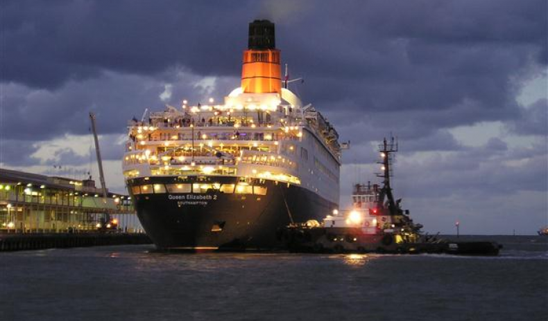 CRUISE SHIP QE2 TO BECOME A FLOATING HOTEL