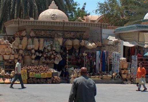 TUNISIAN TOZEUR: SALT LAKE, DATES AND STAR WARS
