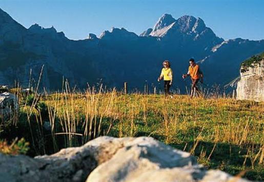 SWITZERLAND'S TOURISM HIT BY RAINS