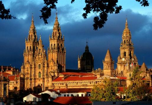 SPAIN'S FLOURISHING TOURISM REDUCES UNEMPLOYMENT
