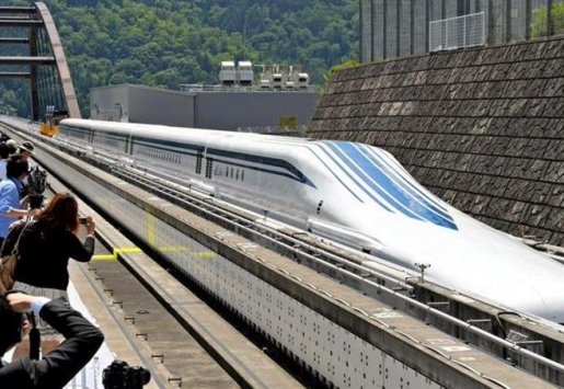 JAPANESE MAGLEV TRAIN BREAKS SPEED RECORD AT 603 KM/H