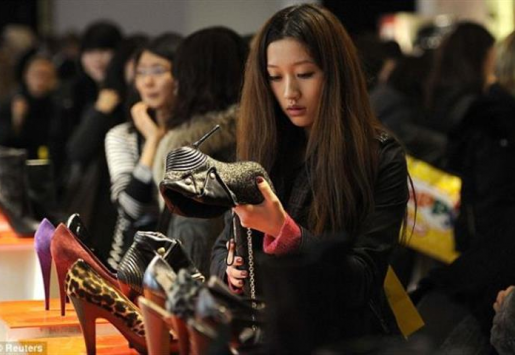 CHINESE TOURISM BRINGS LUXURY FASHION BACK TO TOKYO