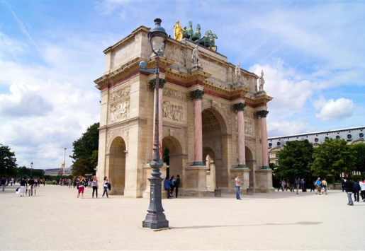 TOP 7 REASONS TO VISIT PARIS NOW