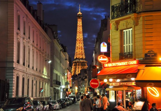 FRENCH TOURISM INDUSTRY REPORTS MASSIVE DECLINE