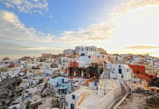 GREECE TOURISM REVENUE DECLINED DESPITE RISING VISITOR NUMBERS
