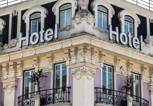 PORTUGUESE TOURISM PARADOX – OVERNIGHT STAYS UP, WAGES DOWN