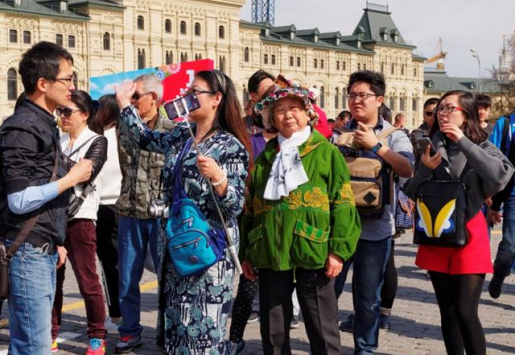 CHINESE TOURISTS EXPLORE RUSSIA IN GREATER NUMBERS
