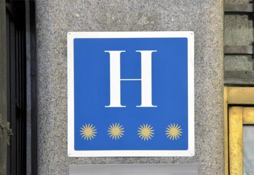 OVERNIGHT STAYS IN SPANISH HOTELS DECREASED 7.4%